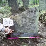 36  unterer Teil eines Grabsteins, nur Reste